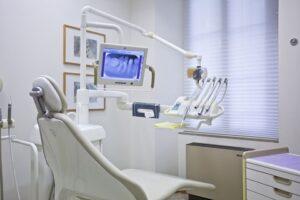 kiedy czas na protezę zębową