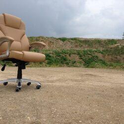 Krzesło biurowe dla seniora – o czym należy pamiętać