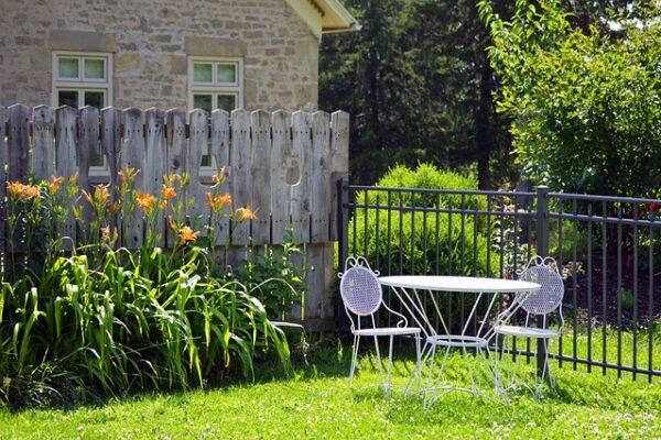 Jak zaprojektować i założyć swój przydomowy ogródek?