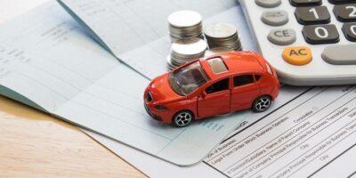 OC dla emeryta? Sprawdź, ile za ubezpieczenie samochodu płacą seniorzy!